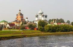 Tikhvin Marian Tikhvin Assumption Monastery Mening van Fishevoy-bergen Rusland stock afbeeldingen