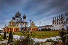 Tikhvin wniebowzięcia monasteru spadek 2018, Prawosławny, Tihvin, Świątobliwy Petersburg region, Rosja fotografia stock