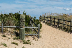 Tiki auf Strand bei Sandbridge Lizenzfreie Stockbilder