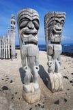 Tiki de madera en el uhonua o Honaunau, isla grande, Hawaii del ` de la PU Imágenes de archivo libres de regalías