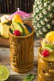 Tiki Drink Cocktails frio de refrescamento imagem de stock royalty free