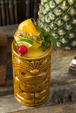 Tiki Drink Cocktails frio de refrescamento fotos de stock royalty free