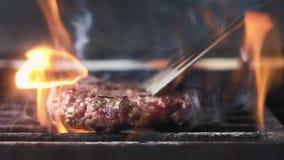 Tikken over het sappige Hamburgervlees Langzame Motie Sluit omhoog