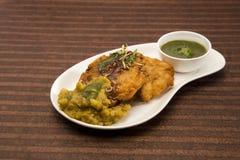 Tikki d'Aloo ou boules de pomme de terre ou chaat frites, nourriture indienne image stock