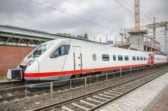 TIKKURILA, FINLANDIA -27 CZERWIEC: Nowożytny passangers pociąg Zdjęcie Stock