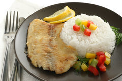 Tilapia frita con arroz Imágenes de archivo libres de regalías