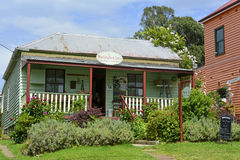 """Tilba Tilba, Australien †""""Januari, 2016 En byggnad i Tilba Tilba, New South Wales Fotografering för Bildbyråer"""