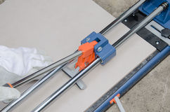 Tiler using a tile cutter Royalty Free Stock Photos