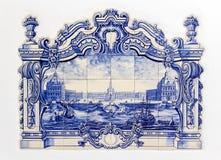 Tilework en céramique étain-vitré peint à la main traditionnel portugais, image stock
