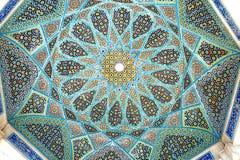 Tilework på taket av gravvalvet av den Hafez paviljongen royaltyfri foto