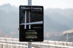 Tilikum korsning bro av det digitala tecknet för folk arkivbilder
