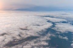 Till och med Cloudsscapen Royaltyfria Bilder