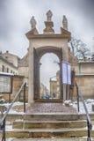 Till och med en dörröppning på helgonen Peter And Paul Church Krakow Polen Fotografering för Bildbyråer