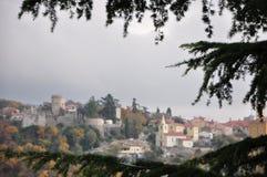 Till och med panoramautsikt för julträd till historiska Gradina i staden av Rijeka arkivbilder