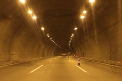 Till och med tunnelen royaltyfria foton