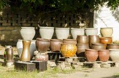 Till salu afrikansk krukmakeri Royaltyfri Fotografi