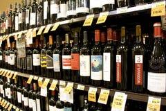 Till salu alkoholviner Arkivfoton