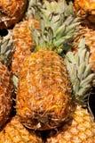 Till salu ananas Royaltyfria Foton