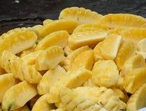 Till salu ananas Royaltyfri Fotografi