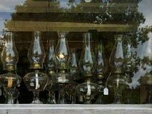 Till salu antika olje- lampor Royaltyfria Foton