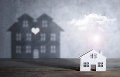 Till salu begrepp för dröm- hus arkivfoton
