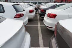 Till salu bilar arkivfoton