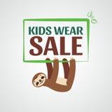 Till salu etikett Sale av barns kläder, kläder Arkivfoton