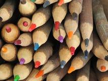 Till salu färgrika blyertspennor Arkivbilder