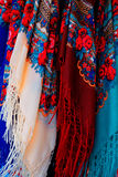 Till salu färgrika scarfs Royaltyfri Fotografi