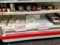 Till salu haj- och valkött, Reykjavik, Island royaltyfri bild