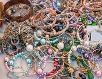 Till salu halsband och smycken royaltyfria foton