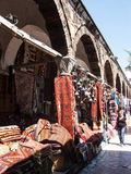 Till salu mattor och filtar, Istanbul, Turkiet Arkivfoton