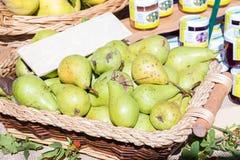 Till salu Pears Royaltyfria Bilder
