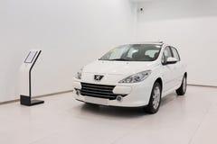 Till salu Peugeot bil Arkivfoton