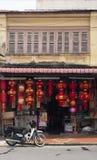 Till salu röda lyktor för traditionell kines arkivfoto