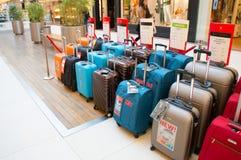 Till salu resväskor Royaltyfria Foton
