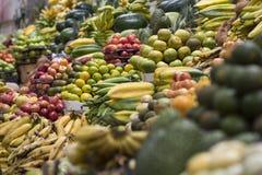 Till salu tropisk frukt, Sydamerika fotografering för bildbyråer