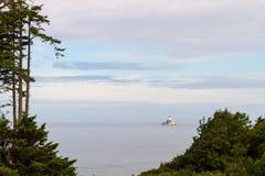 Tillamook从Ecola国家公园的岩石灯塔 免版税库存图片