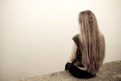 tillbaka begrepp tryckt ned SAD självmordkvinna Arkivbilder