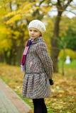 tillbaka blont flickaomslag little som ser nätt Fotografering för Bildbyråer