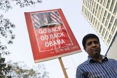 Tillbaka går Barak Obama Arkivfoton