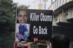 Tillbaka går Barak Obama Arkivfoto