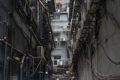 Tillbaka gränd i Tsim Sha Tsui, Kowloon, Hong Kong royaltyfria bilder