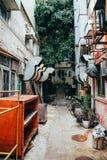 Tillbaka gränd på byn för Lamma ö i Hong Kong Royaltyfri Bild