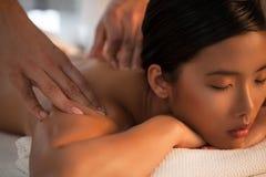 Tillbaka massage fotografering för bildbyråer
