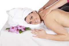 Tillbaka massage på dagbrunnsorten av massösen Fotografering för Bildbyråer