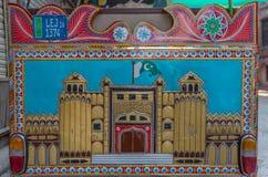 Tillbaka sida av en Rickshaw som föreställer det Lahore fortet, Lahore, Punjab, Pakistan Arkivfoto