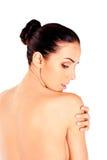 Tillbaka sikt av den slanka topless kvinnan Arkivbild