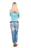 Tillbaka sikt av den stående unga härliga blonda kvinnan Arkivfoton
