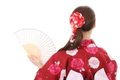 Tillbaka sikt av den unga asiatiska kvinnan Arkivfoto